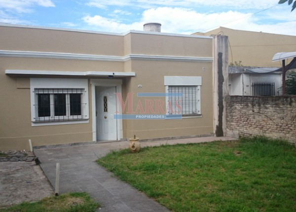 -Casa Lote propio 3 ambientes con cochera y jardin